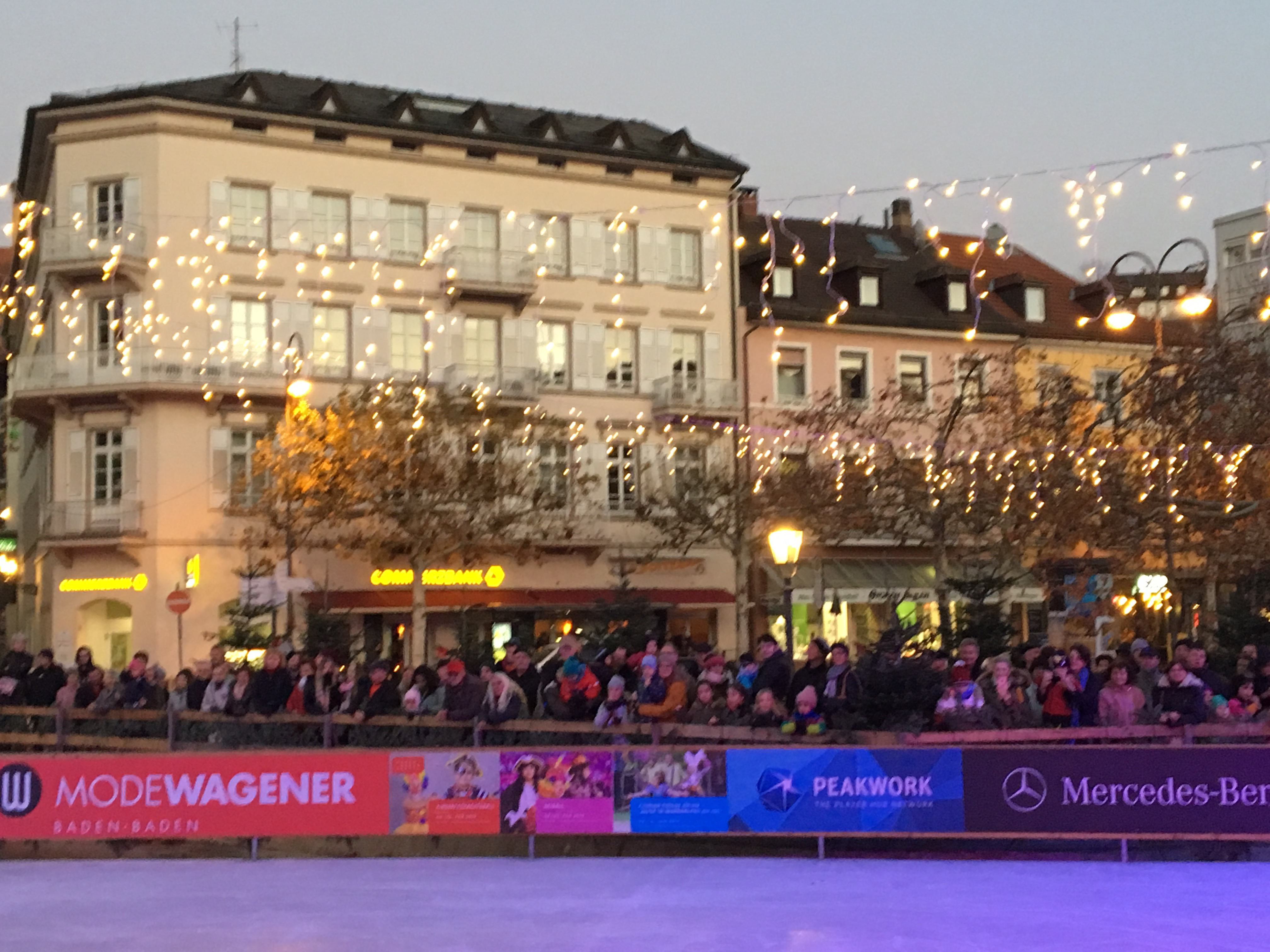 Weihnachtsmarkt Baden Baden öffnungszeiten.Eisarena Baden Baden Heißt Sie Wieder Vom 15 11 19 Bis Zum 06 01